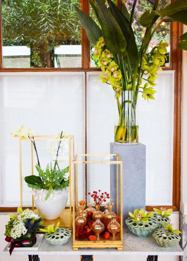 Détails de décoration : des fleurs ornent les parties communes de l'hôtel © YONDER.fr