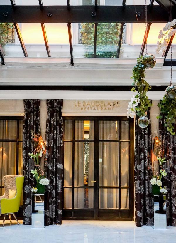 La verrière de l'hôtel s'ouvre vers Le Baudelaire, restaurant gastronomique étoilé © YONDER.fr
