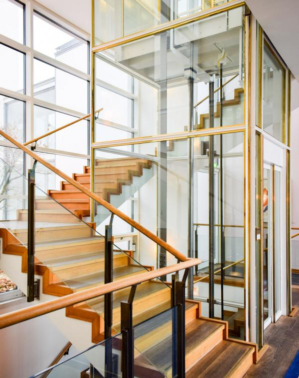 Décor contemporain dans l'aile moderne de l'hôtel © YONDER.fr