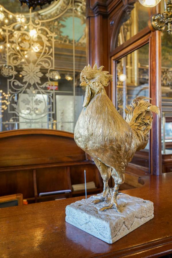 Un coq doré, élément de décoration du Train Bleu © YONDER.fr
