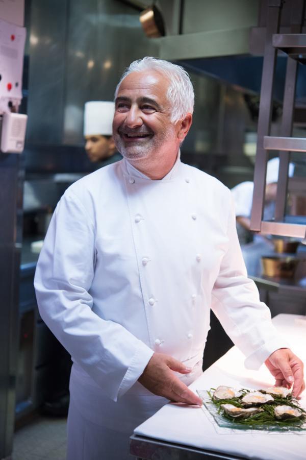 Portrait de Guy Savoy en cuisine par Laurence MOUTON
