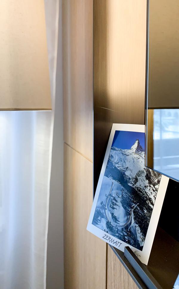 Schweizerhof Zermatt - Détails de décoration d'une chambre © YONDER.fr