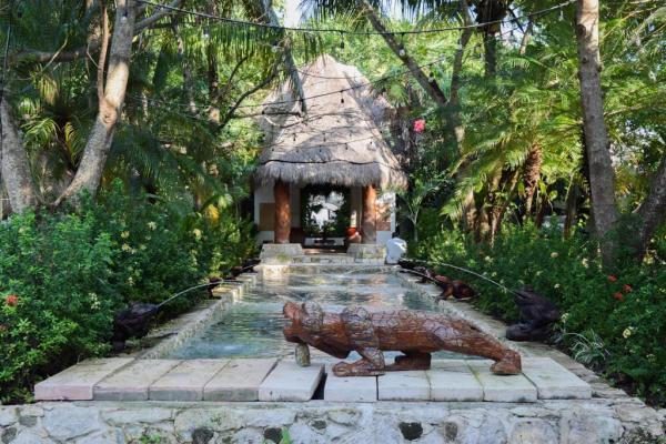 Le bassin d'accueil de l'hôtel, en pleinge jungle © Yonder.fr