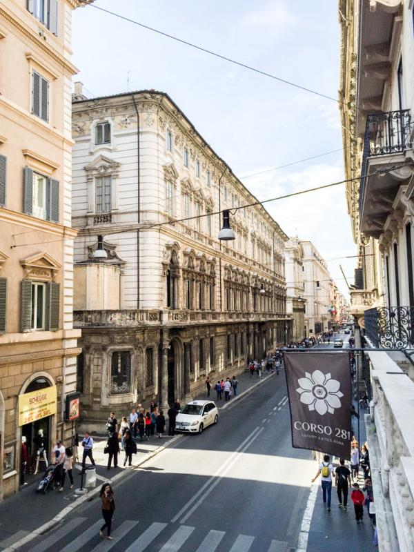 Vue sur la Via del Corso depuis une Executive Suite © Yonder.fr