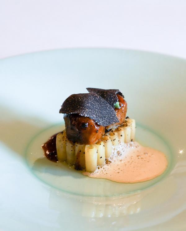 Fondant de cochon braisé 7 heures à la truffe noire, riso gourmand truffé © YONDER.fr