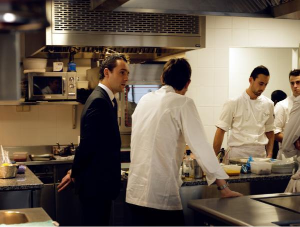 En cuisine avec Antoine Pétrus, sommelier et Directeur de la Restauration du Clarence © Le Clarence