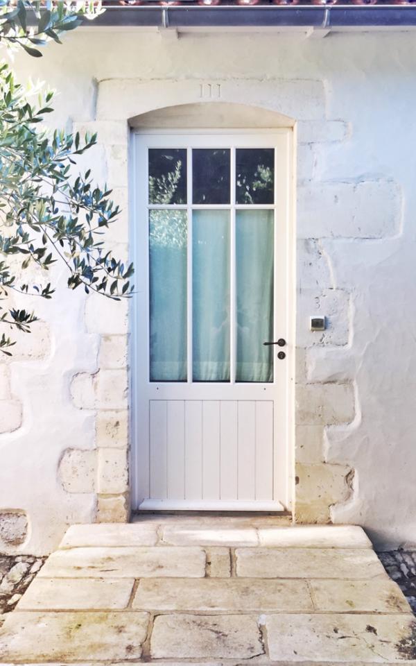 Certaines chambres de la villa donnent directement sur le patio © Yonder.fr