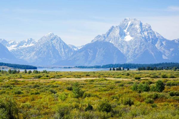 Vue les sommets du Grand National Park depuis le Jackson Lake Lodge © YONDER.fr