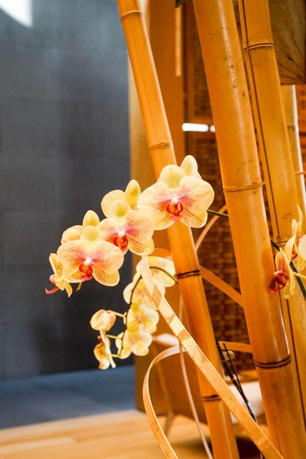 Arrangement floral dans le lobby © YONDER.fr