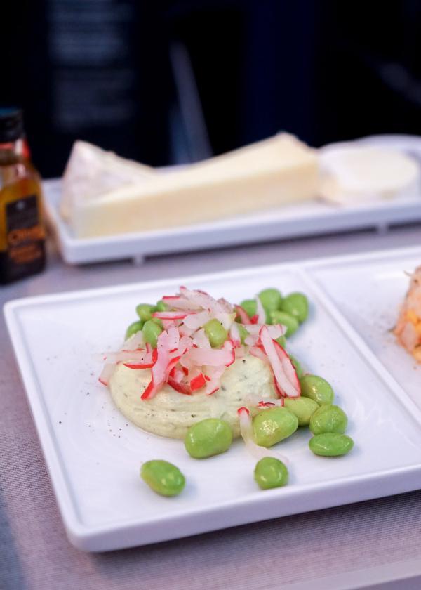 L'entrée servie au départ de Paris (Tartare de crevettes, crème de petits pois au citron et gingembre) © YONDER.fr