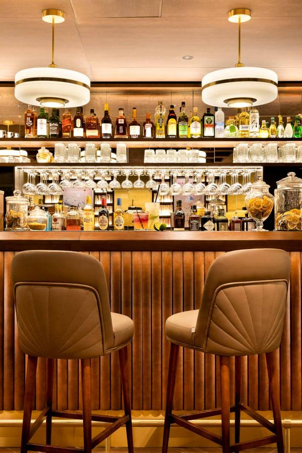 Au bar de l'hôtel © Fabrice Rambert
