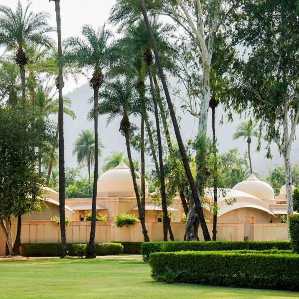 Les Pool Pavilions sont réparties tout autour du jardin de l'hôtel © YONDER.fr