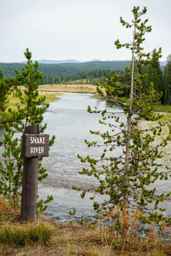 La Snake River prend sa source dans le Wyoming dans le parc national de Yellowstone avant de poursuivre vers le parc national du Grand Teton © YONDER.fr