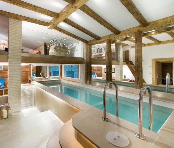 Le Chalet Namaste à Courchevel dispose d'un espace bien-être avec piscine © Consensio