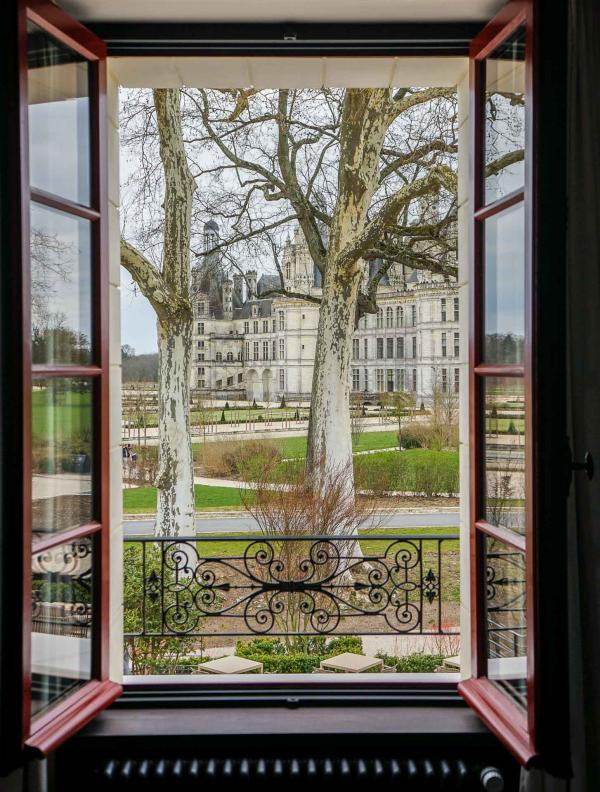 Vue sur le Château depuis la superbe Suite 122 © YONDER.fr