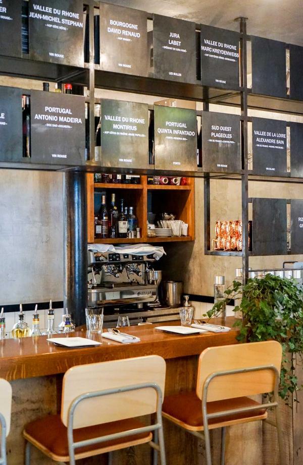 Le comptoir, face à la cuisine semi-ouverte © YONDER.fr