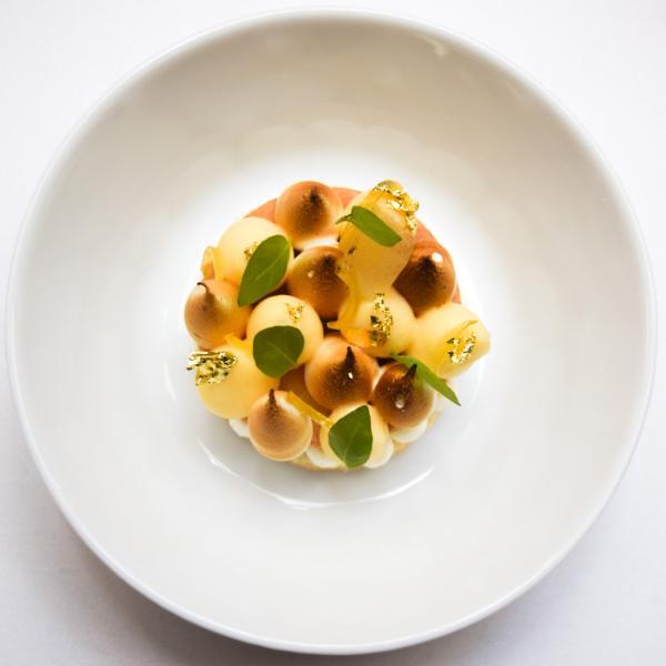 Le grand dessert de Joana : Citron – Meringue italienne (sur un biscuit craquant, crémeux & zeste) © Yonder.fr
