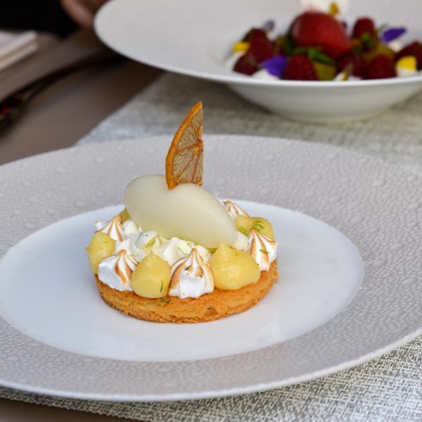 Sablé breton, crème et sorbet citron, meringues au poivre © Mélissa Leroux
