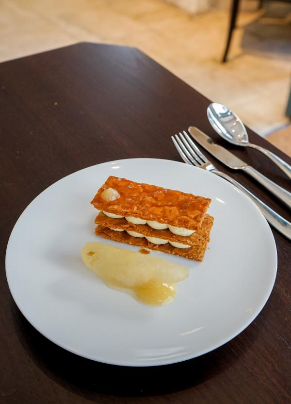 Millefeuille vanille, confiture poire-galanga © YONDER.fr