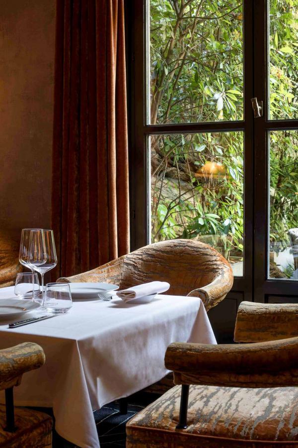 Le restaurant Anne au Pavillon de la Reine, côté salon © DR