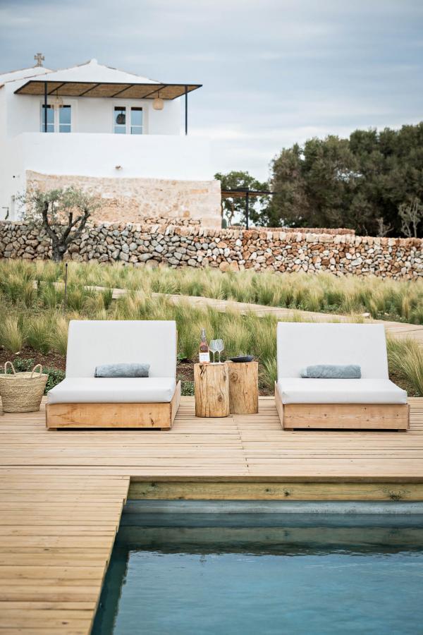 Au bord de la piscine de Torre Vella (Fontenille Menorca) © Yann Deret