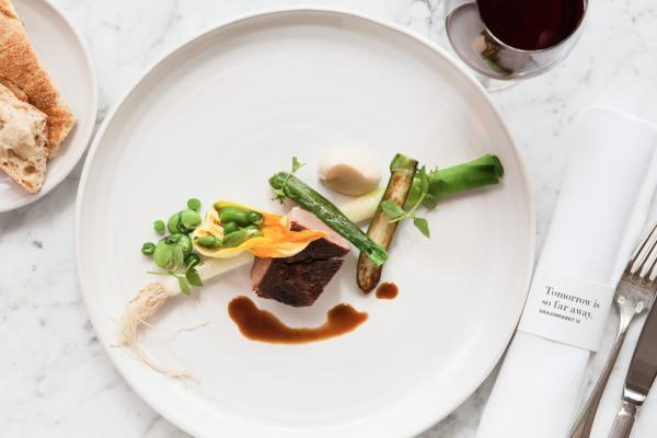 Des assiettes graphiques et une profusion de légumes : la recette gagnante de Seppe Nobels © Graanmarkt 13