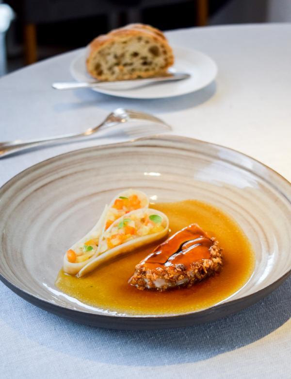Cervelle d'agneau, salsifis, sarrasin croustillant, pickles © YONDER.fr