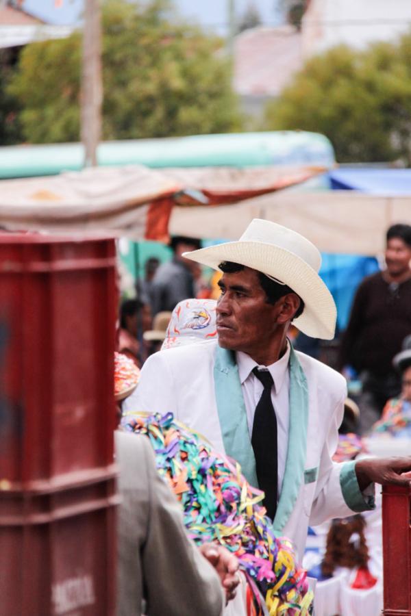 Homme au chapeau, Copacabana, Bolivie. © Cédric Aubert