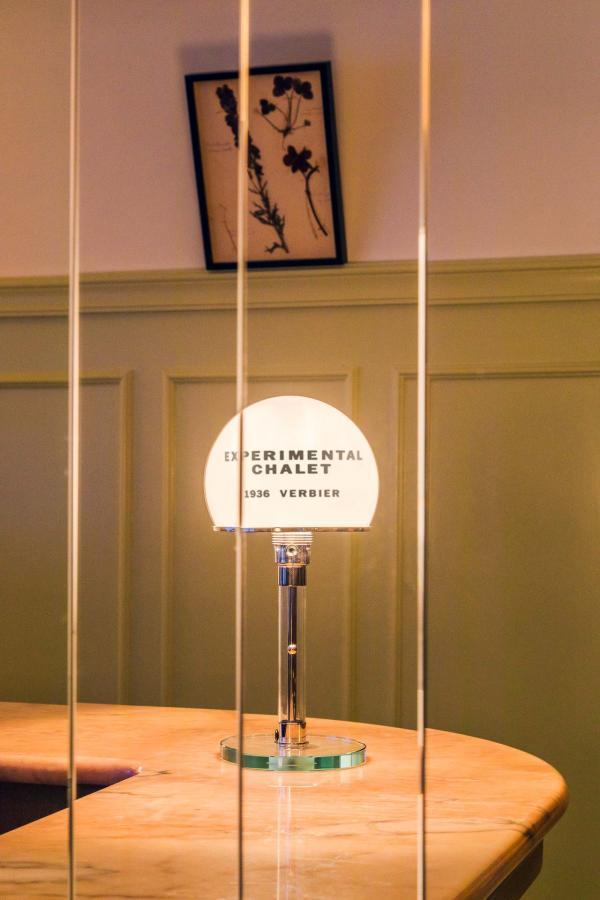 Experimental Chalet - Détails de décoration à la réception © Romain Laprade
