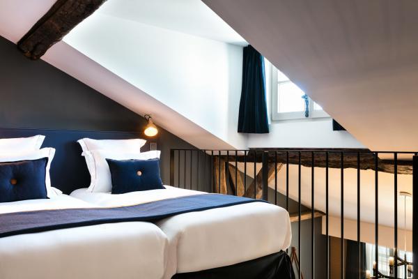 Le Duplex Sainte-Anne, la chambre la plus vaste de l'hôtel, est situé sous les toits © Hôtel Square Louvois