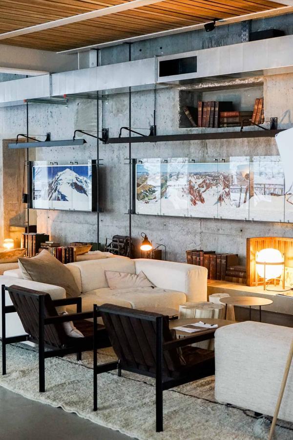 Les salons du Janssen Bar, l'espace le plus agréable de l'hôtel © YONDER.fr