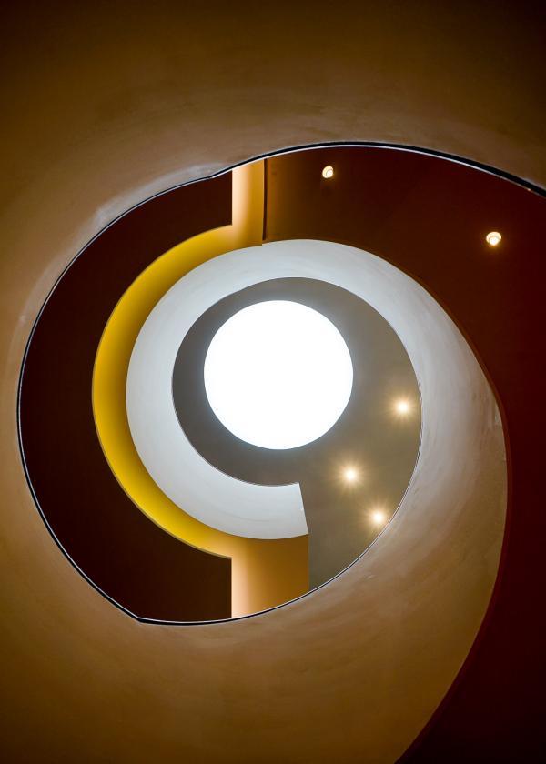 Puits de lumière dans l'escalier © YONDER.fr