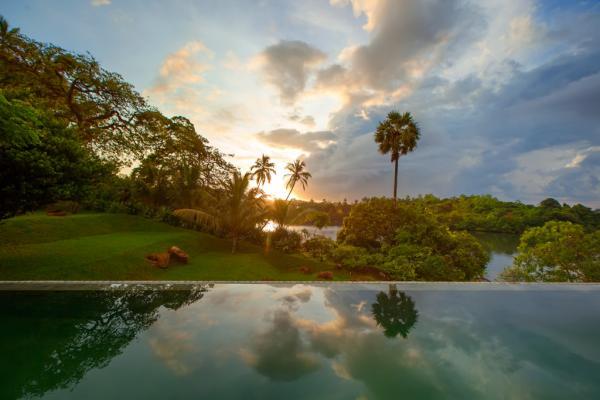 La piscine du Tri, avec vue panoramique sur le lac Koggala © Tri