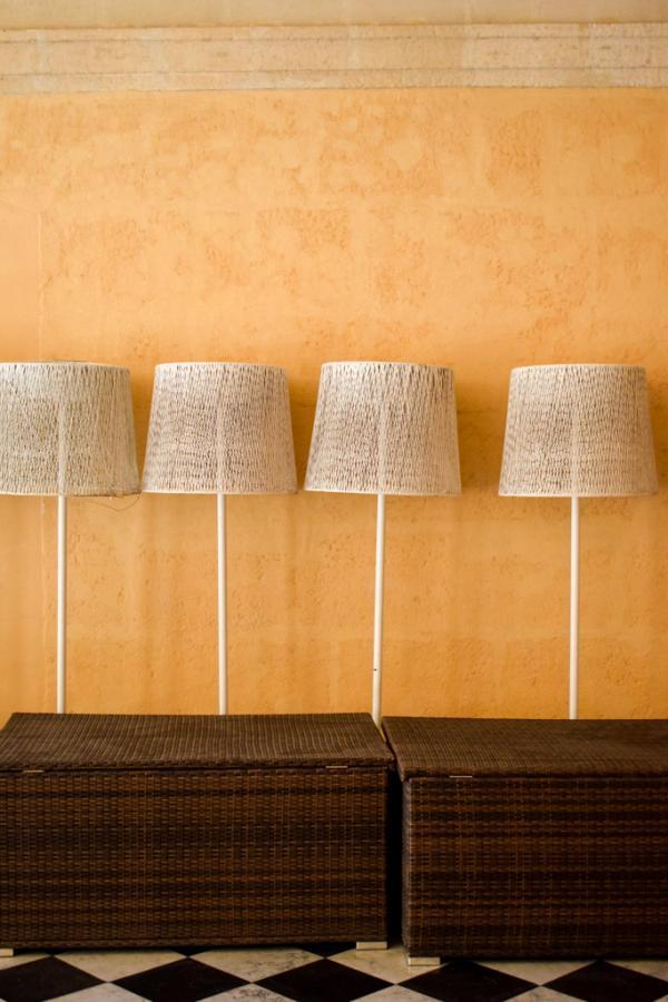 Détails de décoration dans les coursives de l'hôtel © YONDER.fr