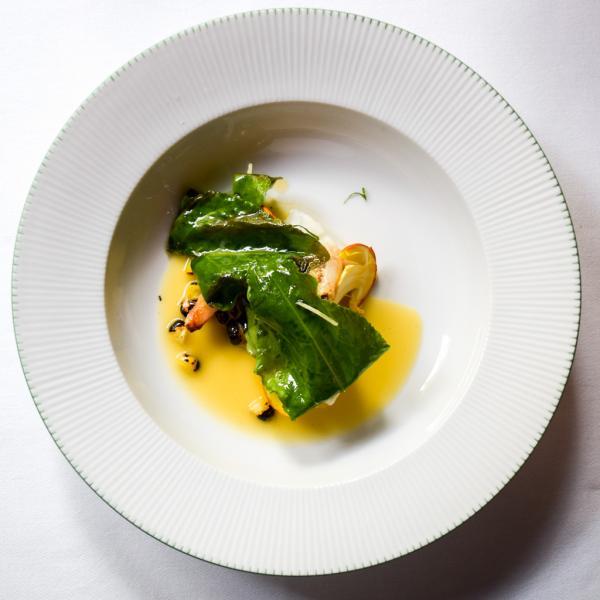 Bar de ligne, épinards, tourteau, maïs, beurre blanc © Yonder.fr