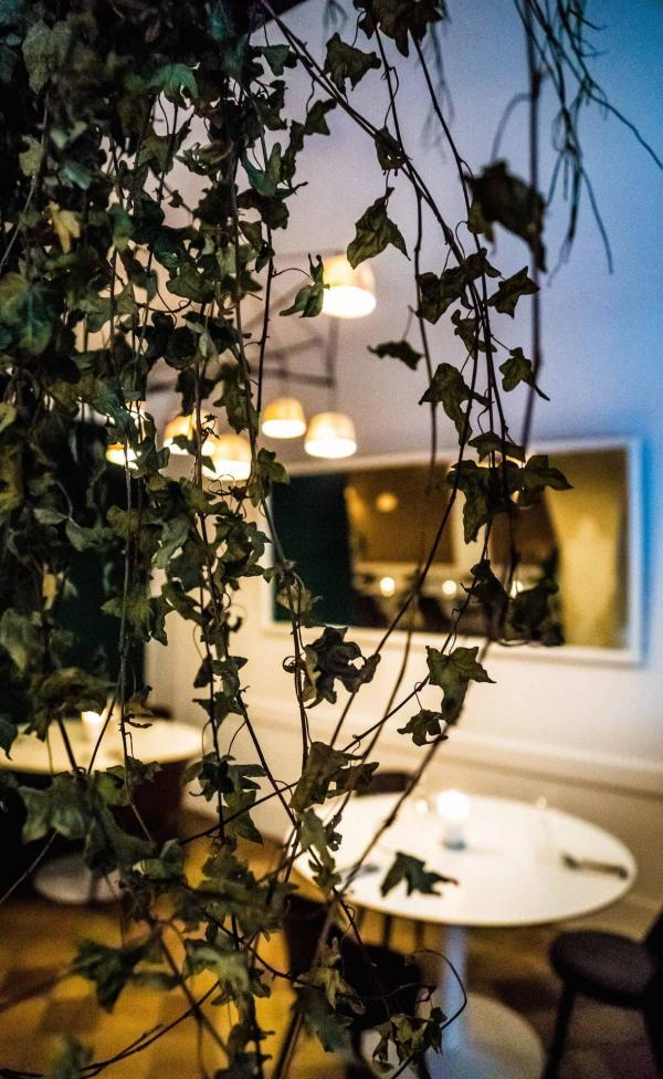 Les intérieurs soignés du restaurant Orties © Nicolas Maday