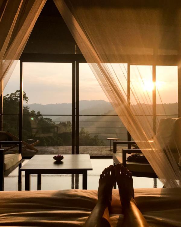 Vue depuis  la chambre au coucher du soleil © Constance Lugger