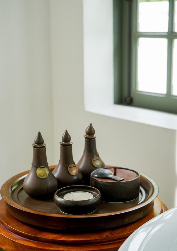 Produits d'accueil dans la salle de bain © YONDER.fr