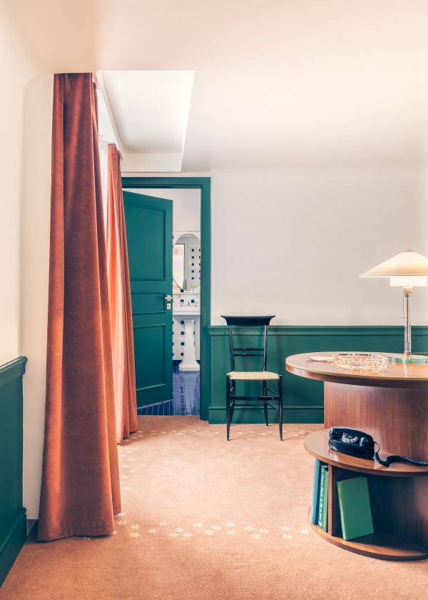 Au dernier étage, les suites offrent un maximum de confort et d'espace © Romain Laprade