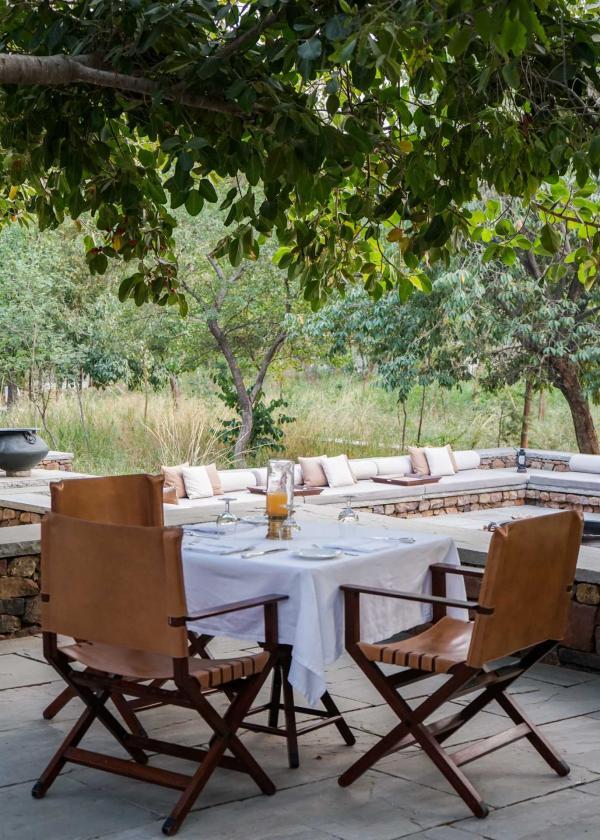 Table dressée pour le déjeuner © YONDER.fr