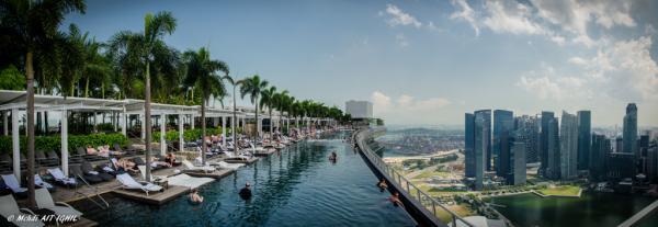 La piscine infinity longue de 146 mètres du Marina Bay Sands est certainement la piscine d'hôtel la plus connue dans le monde | © Flickr CC - Mehdi AIT IGHIL
