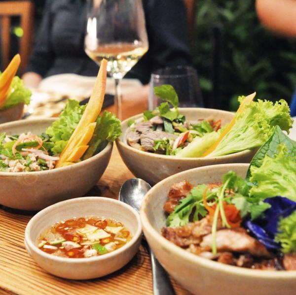 Les plats traditionnels thaï du restaurant Dee Plee © Constance Lugger