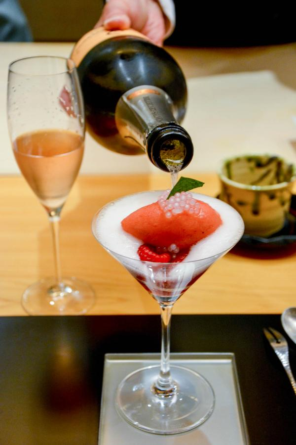 Nage de fraises en champagneet tapioca © YONDER.fr