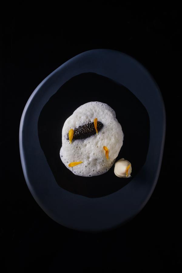 Bar de ligne, lait ribot, caviar © Le Cinq