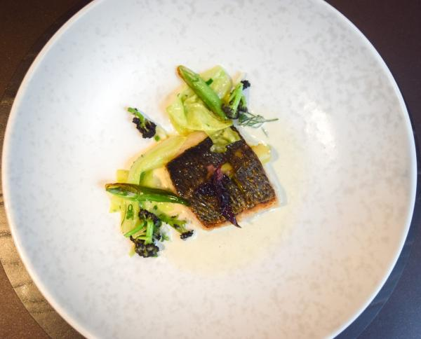 Daurade grise, jus de coquillages, algues nori - wasabi © MB   YONDER.fr