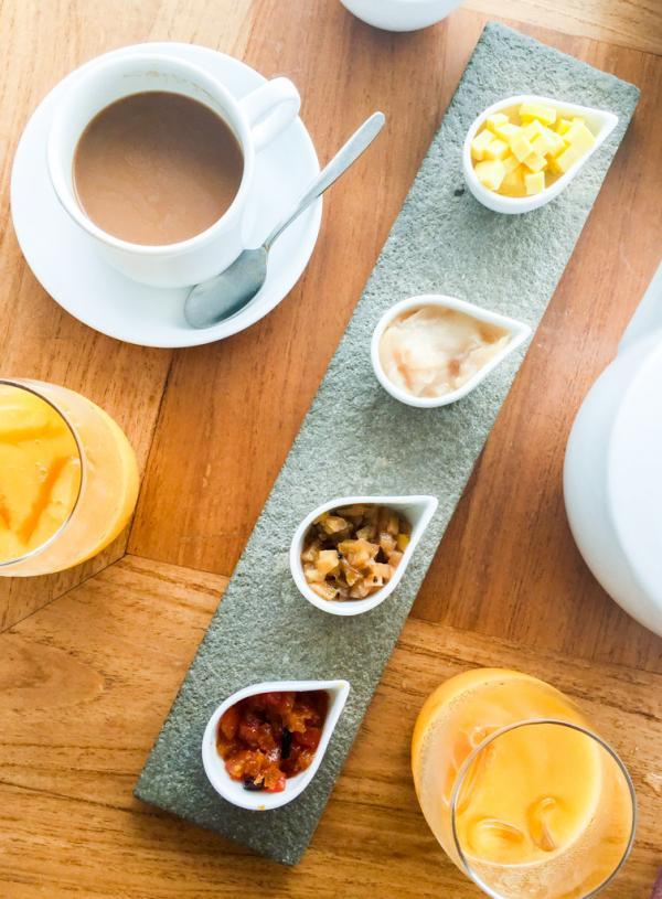 Au petit-déjeuner, des confitures faites maison avec des fruits frais sont servies avec de bons toast croustillants © Constance Lugger