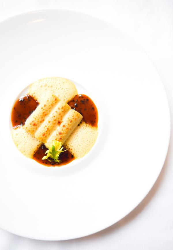 Macaronis farcis, truffe noire, artichaut et foie gras de canard, gratinés au vieux parmesan © Yonder.fr