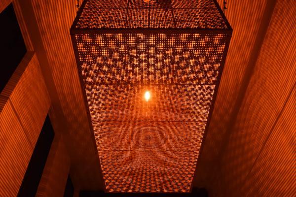 Les éclairages de l'hôtel ont fait l'objet d'un soin tout particulier. © Yonder.fr