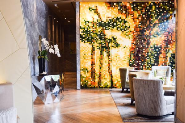 Le Riviera Lounge est l'un des nombreux lieux de l'hôtel où l'on peut boire un verre © Yonder.fr