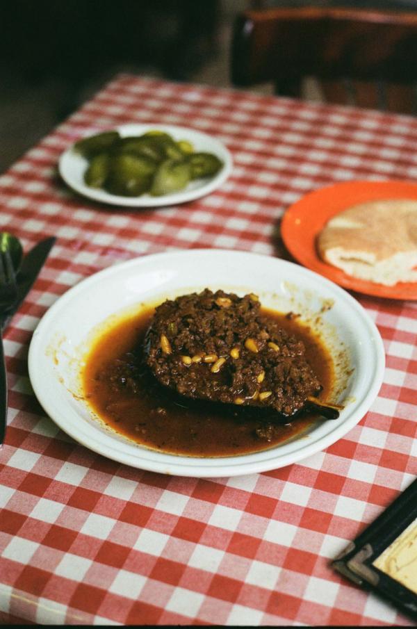 Aubergine farcie à la viande de bœuf chez Azura © Mélissa Leroux